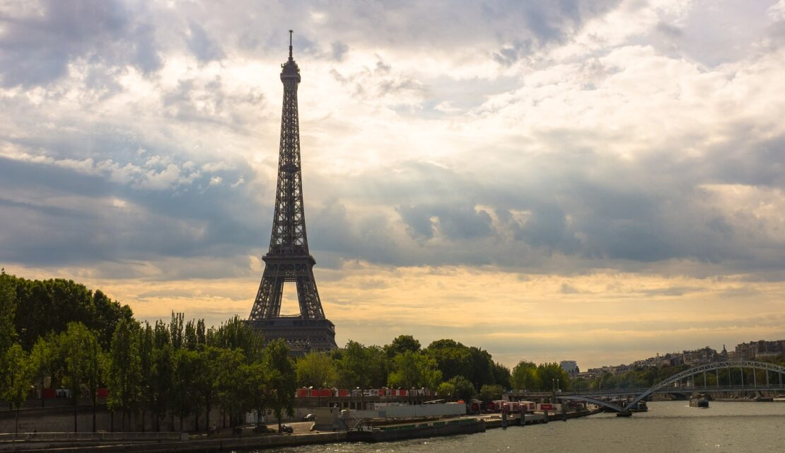 eiffel-tower-1562994_1920